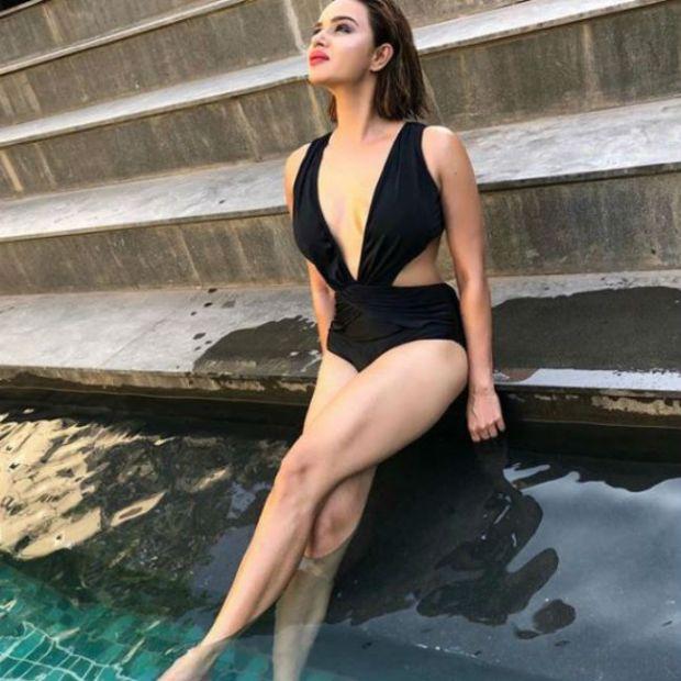 Aashka Goradia's Latest Swimwear And Bikini Pictures