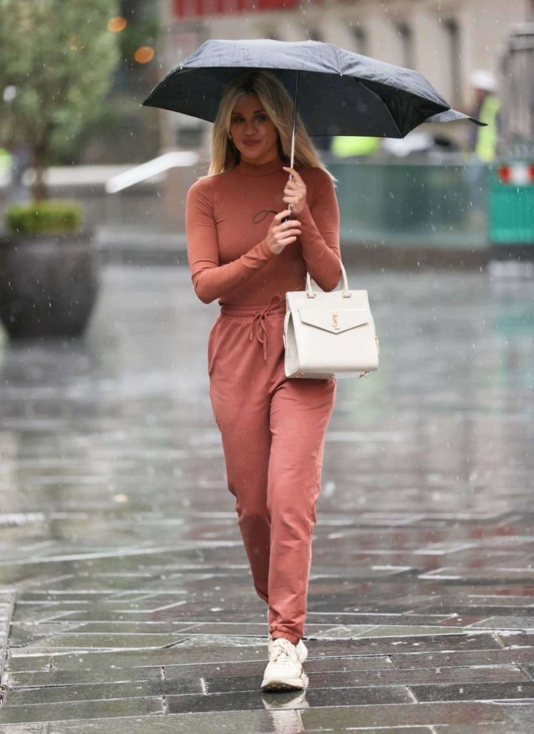 Gorgeous Ashley Roberts Leaving Heart Radio On A Rainy Day In London