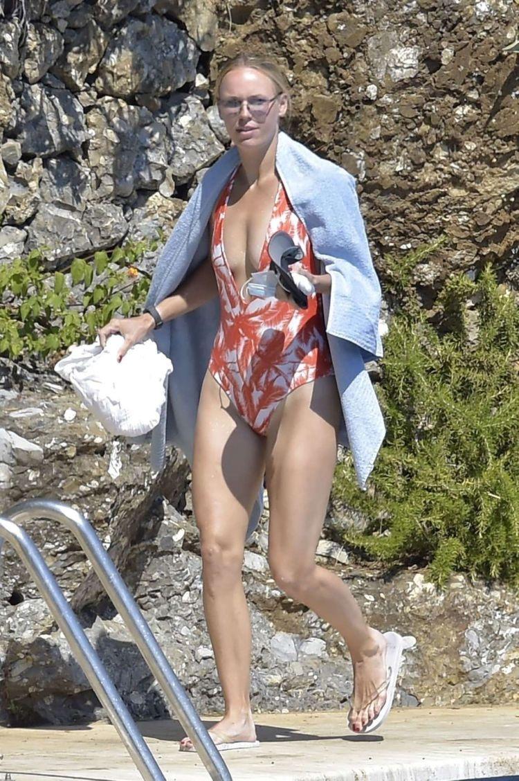 Caroline Wozniacki In A Swimsuit At The Swimming Pool In Portofino