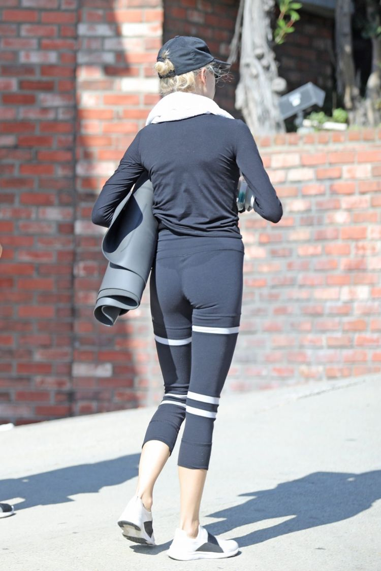 Charlotte McKinney At A Yoga Class In Malibu