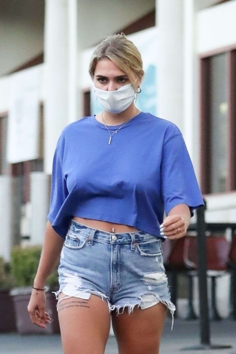 Emma Krokdal Spotted Picking Up Groceries At Gelson's In West Hollywood