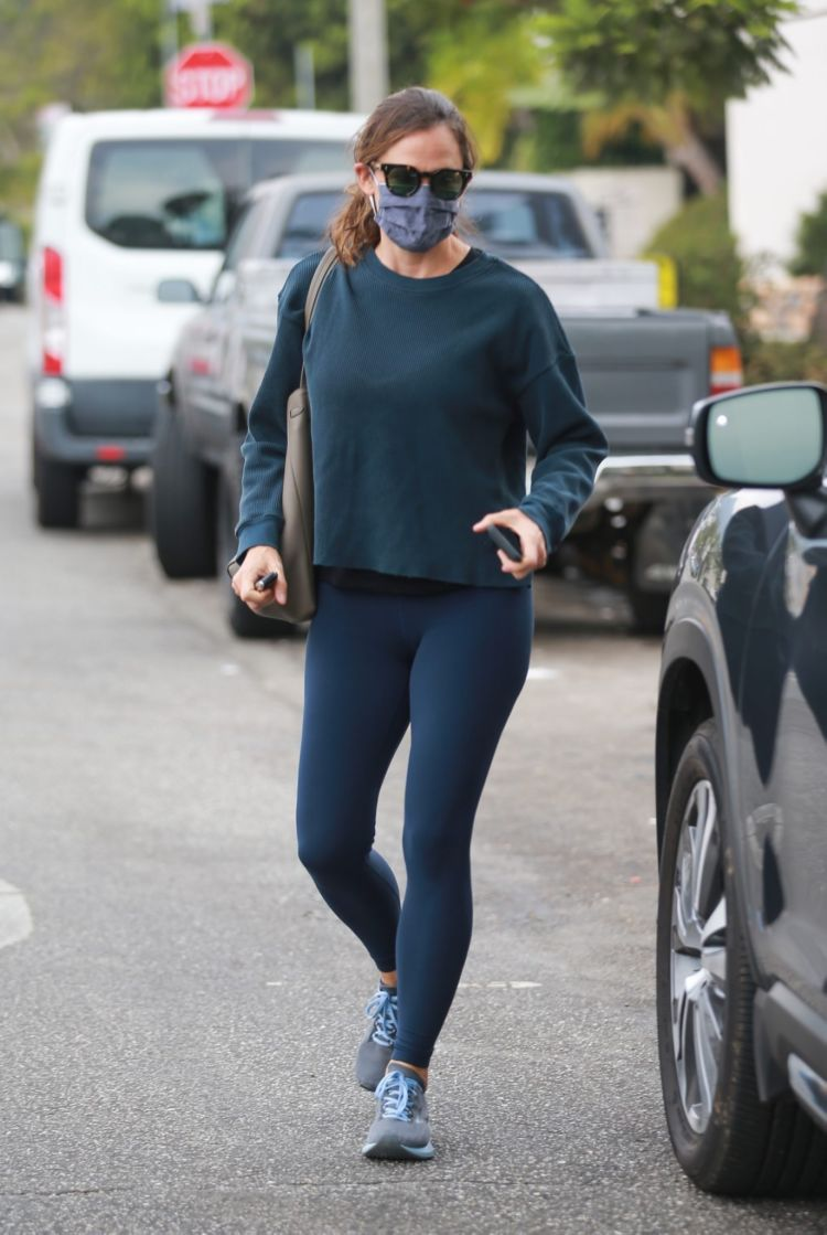 Jennifer Garner Candids In Tights At Alfred Coffee In Pacific Palisades
