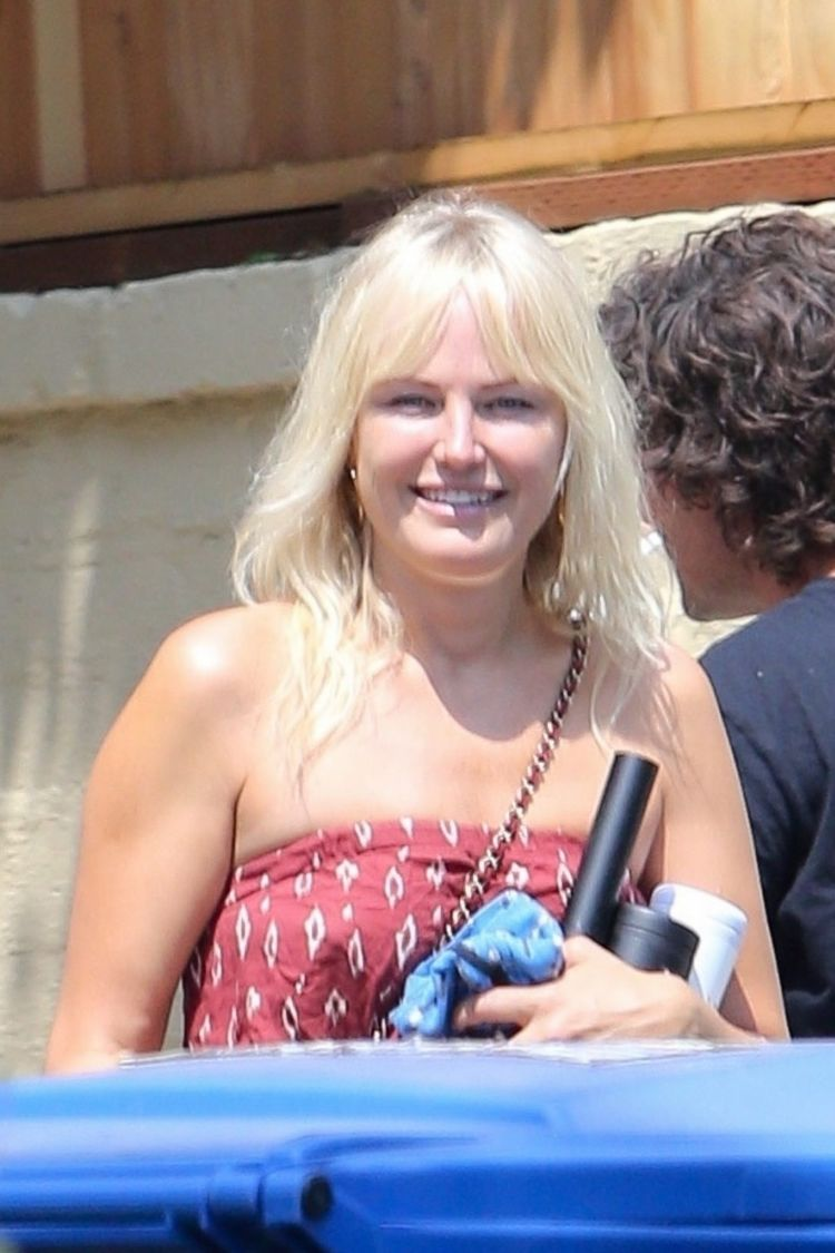 Malin Akerman Spotted Shopping Grocery In Los Angeles