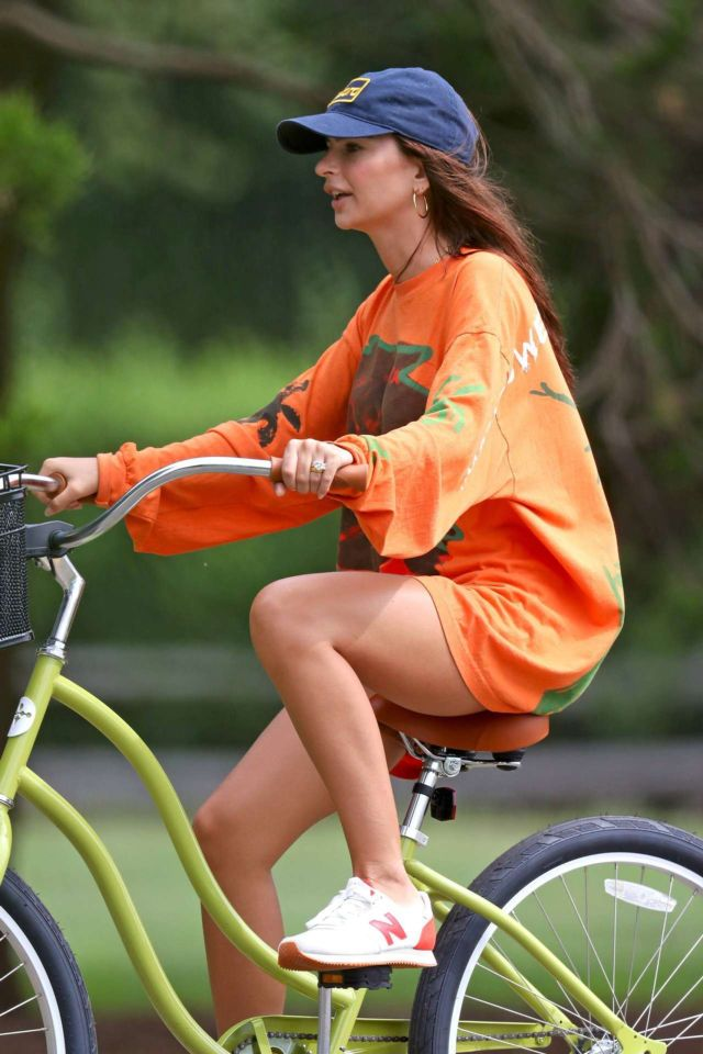 Pretty Emily Ratajkowski Riding A Bicycle In The Hamptons