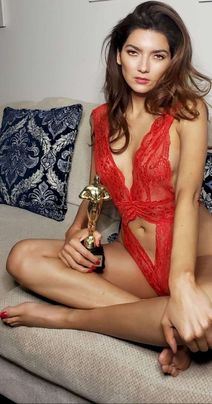 Blanca Blanco Poses In A Red Lingerie For The Oscars